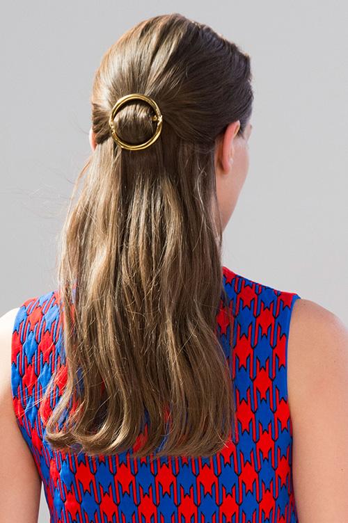 C 233 Line S Circle Clip Is Spring S Best Minimalist Hair