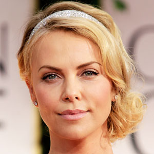 1201-charlize-theron-2012-golden-globes-300